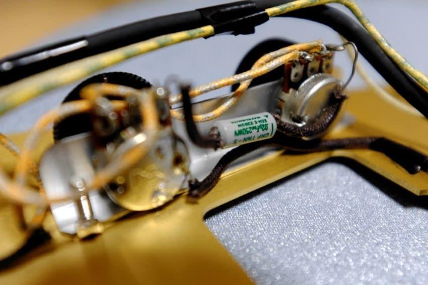 Bacchus Jazzmaster プリセットトーンのコンデンサーを交換