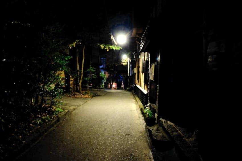 黒川温泉。夜道。