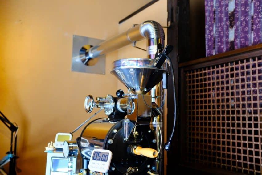 四万温泉 柏屋カフェのコーヒー焙煎機